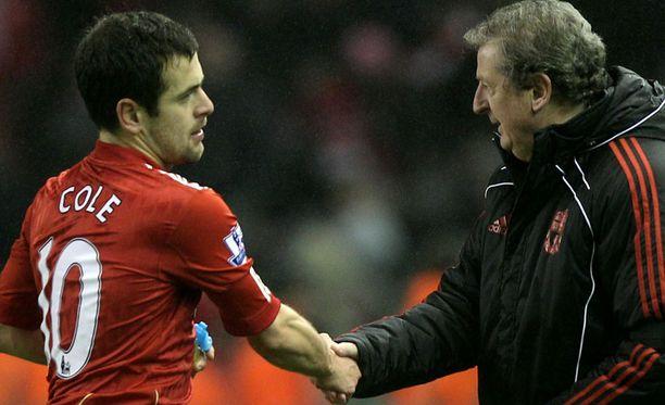 Joe Cole kättelee Roy Hodgsonia ottelun jälkeen.