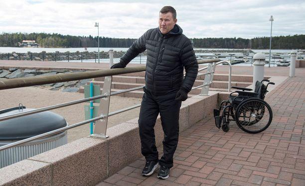 Jari Härkälä kuntoilee kotikulmillaan Vuosaaren merimaisemissa.