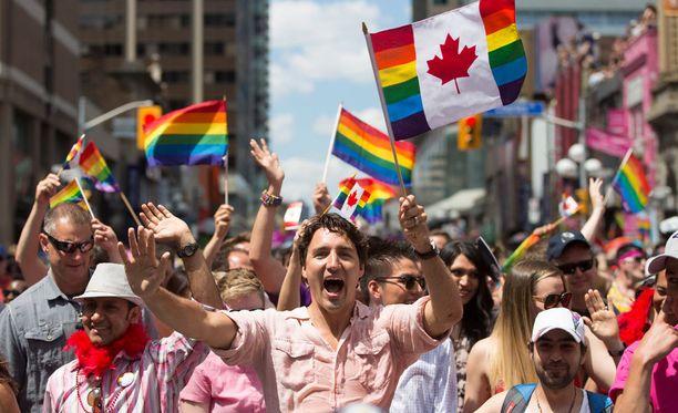 Justin Trudeau on ensimmäinen Kanadan virassa oleva pääministeri, joka on osallistunut Pride-kulkueeseen.