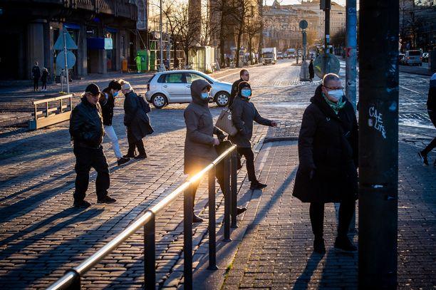 Rokotukset koronaviruksen aiheuttamaa tautia vastaan pyritään aloittamaan Suomessa 27. joulukuuta. Kuvituskuva Helsingistä.