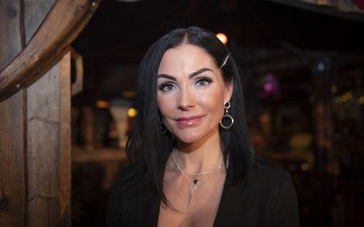 """IS: Riina-Maija Palander sanoo aviokriisin Kalle Palanderin kanssa olevan ohi – """"Olen saanut kursittua avioliittoni kokoon"""""""