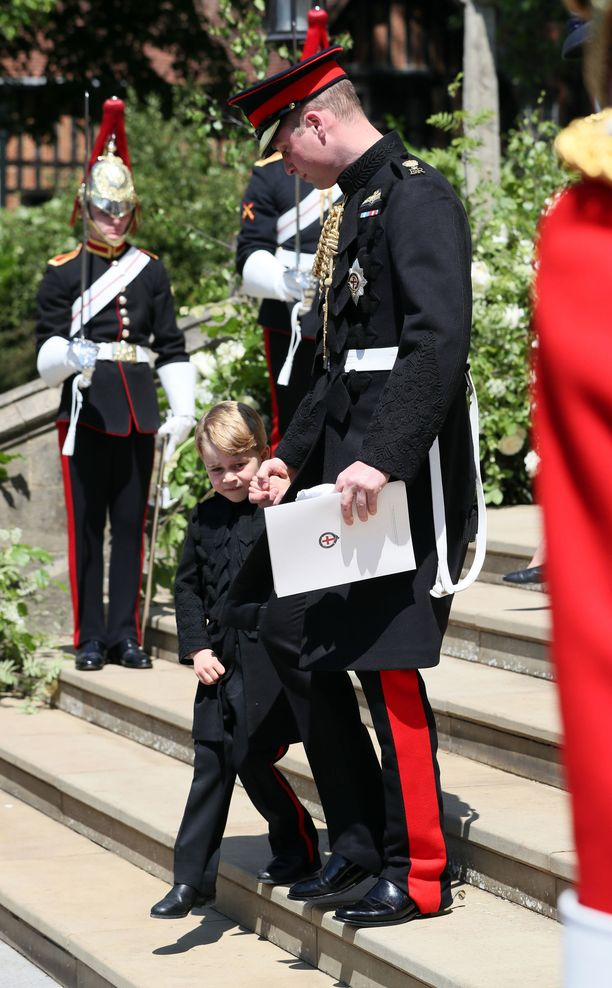 Prinssi George debytoi pitkissä housuissa jo Harryn ja Meghanin häissä.