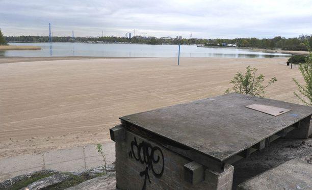 Ryöstösaaliin etsinnät ovat painottuneet Hietaniemen uimarannan alueelle.