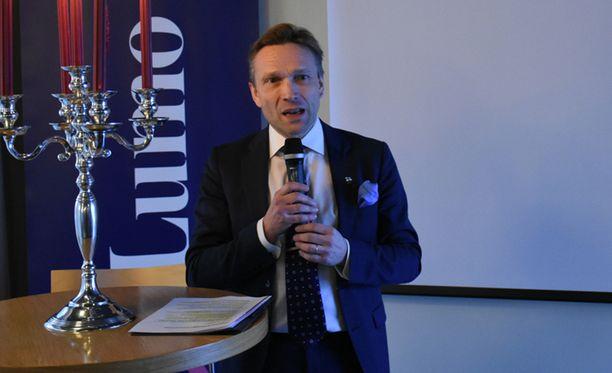 OP-ryhmän toimitusjohtaja Timo Ritakallio myöntää keskustelut Mehiläisen ostamisesta, mutta kiistää, että OP olisi tehnyt varsinaista tarjousta.