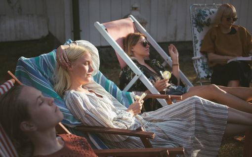 """Näyttelijät Laura Birn ja Emmi Parviainen ovat parhaita ystäviä niin valkokankaalla kuin oikeassakin elämässä: """"Se on vain etu"""""""
