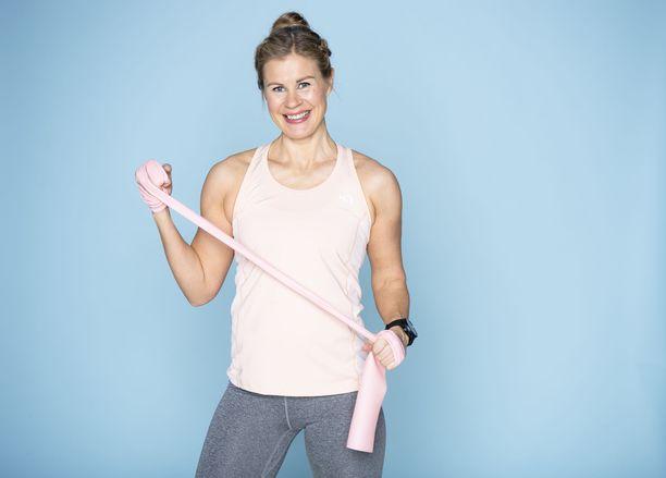Personal trainer Anna Saivosalmi luottaa erityisesti kotijumppiin ja oman kehonpainolla tehtäviin treeneihin.