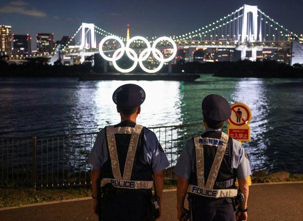 Viranomaiset valvovat poikkeuksellisen tarkasti Tokion olympiakisavieraita.