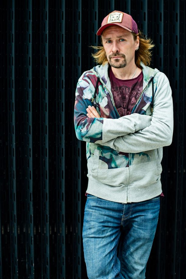 Don Huonot -yhtyeestä tunnetuksi tullut Kalle Ahola julkaisi kesäkuun alussa seitsemännen sooloalbuminsa.