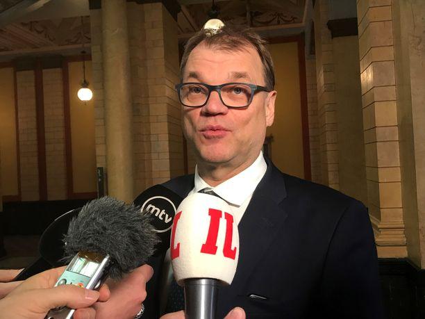 Toimitusministeristön pääministeri Juha Sipilä lähtee hallitusneuvotteluihin nyt eri asemasta kuin neljä vuotta sitten, jolloin hän itse johti neuvotteluja.