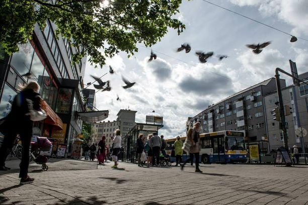 Yli 90-vuotias vanhus ryöstettiin Helsingin Sörnäisissä keskellä päivää.