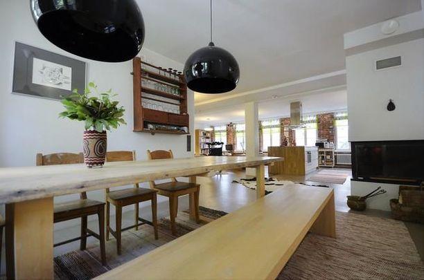 Turkulaisen kaupunkiasunnon keittiössä on reilusti tilaa.