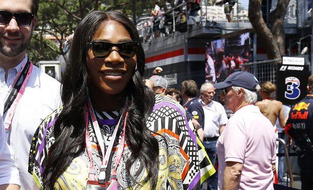 Serena Williams piipahti toukokuussa äitiyslomansa alkuvaiheilla seuraamassa Monacon F1-osakilpailua.