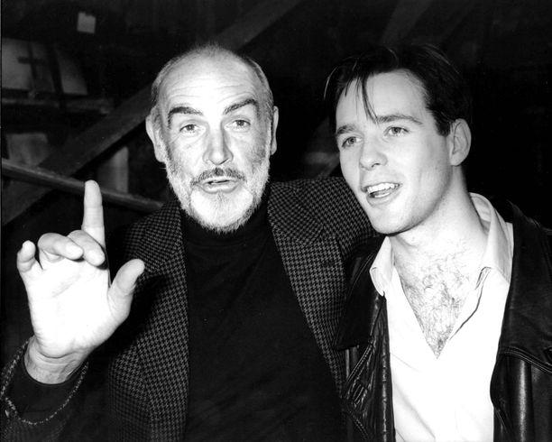 Sean Connery poikansa Jason Conneryn kanssa 1988.