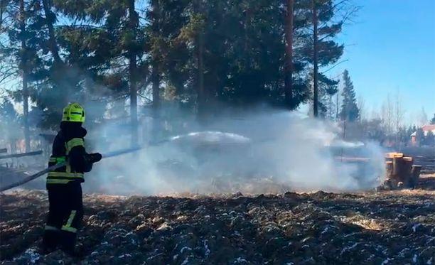Loimaan Seppälänkulmalla paloi iltapäivällä pari hehtaaria kesantopeltoa ja noin kaksi aaria metsänpohjaa.