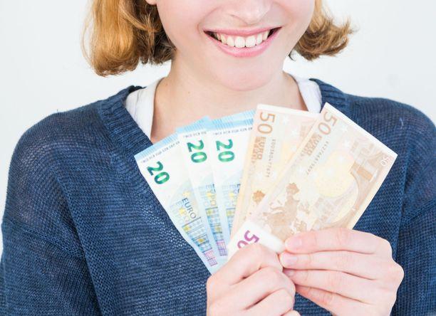 Yli 4 000 euroa kuukaudessa tienataan yli sadassa ammatissa yksityisellä sektorilla.