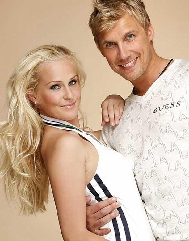 Joanna Väre ja Kalle Kuvaja menivät kihloihin tänä vuonna.