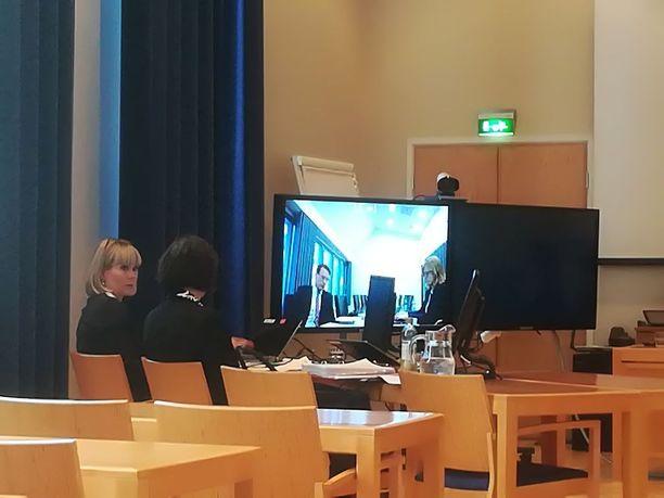 Anna Mäkelä osallistuu Skypen välityksellä Kittilä-käräjiin.
