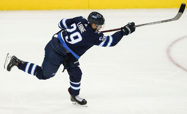 Patrik Laineen laukaus on yksi NHL:n vaarallisimpia. Nyt sen sai kokea Tampa Bay Lightning, jonka verkkoon suomalaistähti tykitti kauden 23:nnen osumansa.