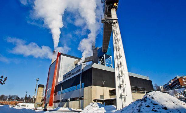 Nyky-yhteiskunta on riippuvainen sähkönsaannista. Kuvassa Naistenlahden voimalaitos Tampereella.
