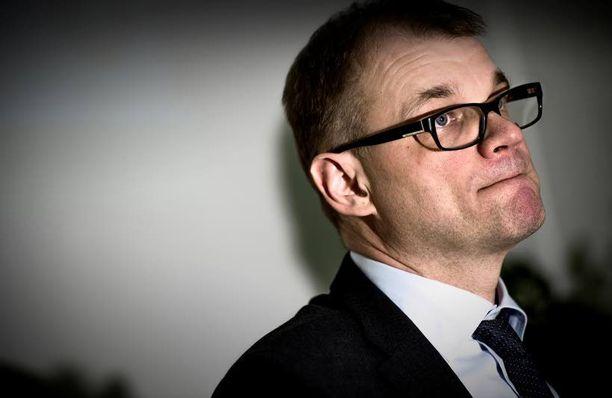 Kokoomuspoliitikot arvostelevat Juha Sipilän ulkopoliittisia linjauksia.