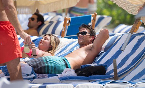 Scott Eastwood vietti lauantaita Miamin lämmössä.