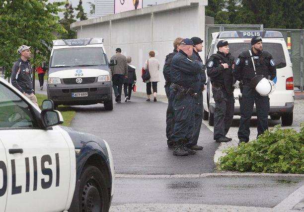 Pääkaupunkiseudun työvuorossa olevat poliisit saavat SPJL:n päätöksellä osallistua perjantain mielenilmaukseen. Arkistokuva Oulusta.