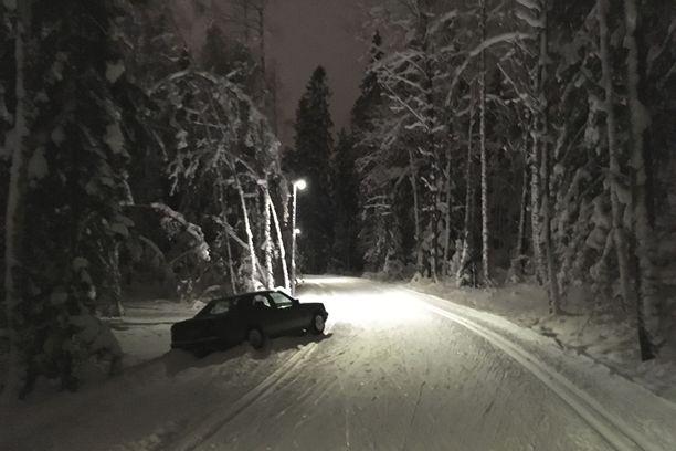 Poliisi epäilee alkoholin vaikuttaneen autoilijan reitinvalintaan Tampereen Kaupissa perjantai-iltana.