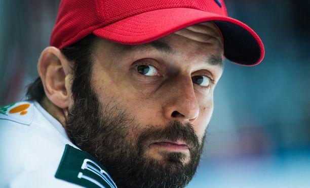 Niklas Bäckström pettyi pahasti kasvattajaseuransa toimintaan.