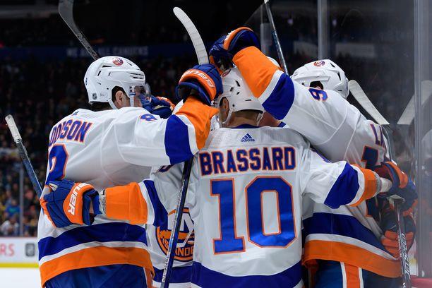 Islanders johtaa ottelusarjaa nyt voitoin 2-1.