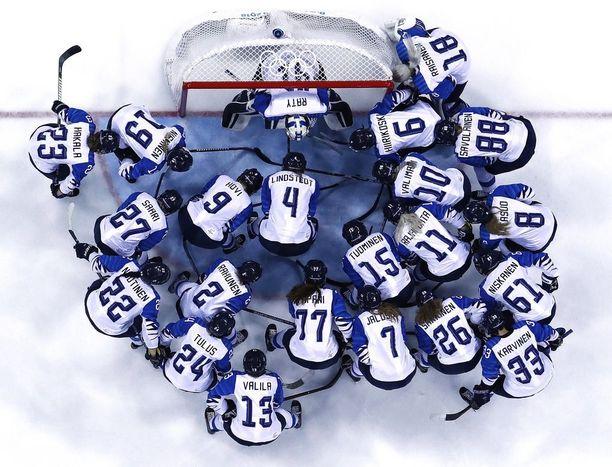 Suomen naisten jääkiekkojoukkue pelaa pronssista keskiviikkona.