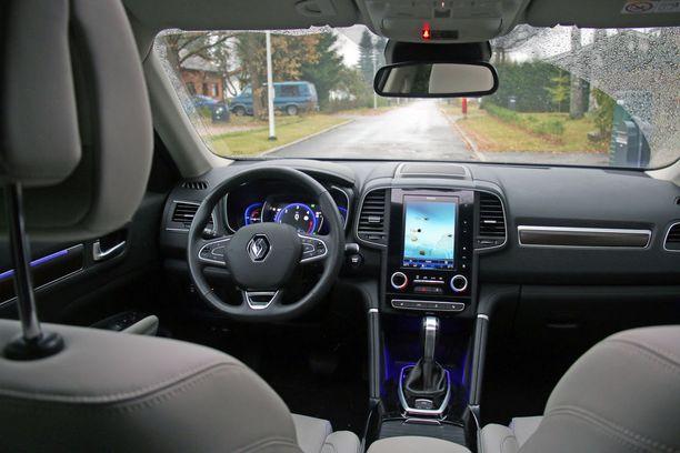 Ohjaamoa hallitsee Renaultin tuttu pystynäyttö.