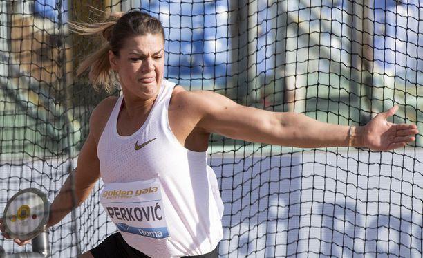 Sandra Perkovic hallitsee kiekonheittoa.