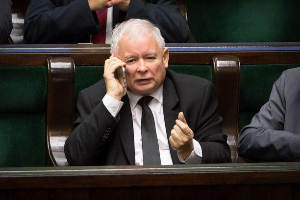 Jaroslaw Kaczynski vaatii Saksaa maksajaksi.
