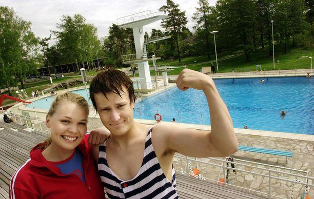 Summeri-ohjelman kuvauksissa vuonna 2003 toisen juontajan, Nuppu Stenroosin kanssa.