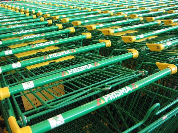 Myymälän kokemuksen mukaan öisin ostetaan paljon nopeaa syötävää, valmisruokia, juomia ja erityisesti energiajuomia.