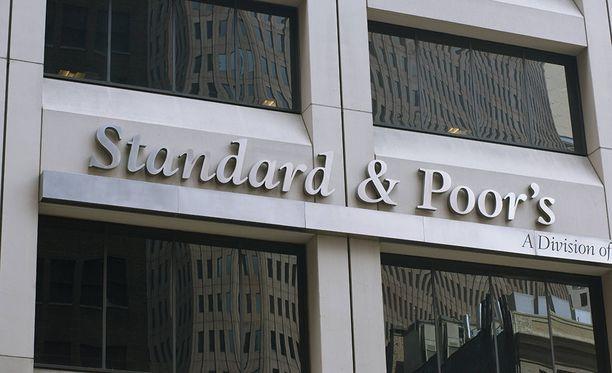 Luottoluokittaja Standard & Poor's pitää Suomen luottoluokituksensa toiseksi korkeimmalla tasolla.