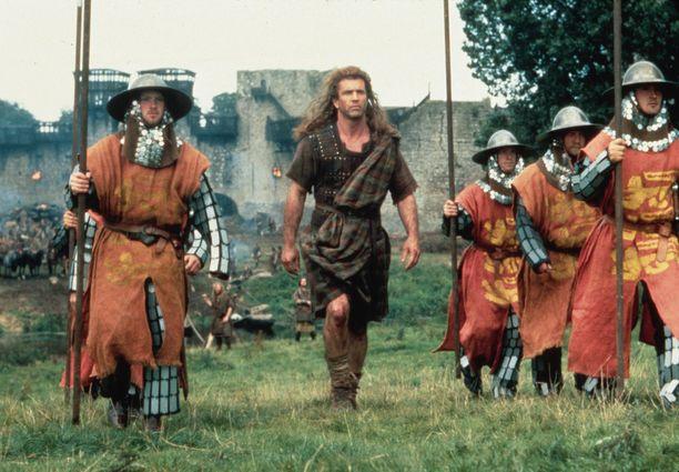 Myös elokuvan puvustusta on kritisoitu siitä, ettei se istu kuvatulle aikakaudelle.