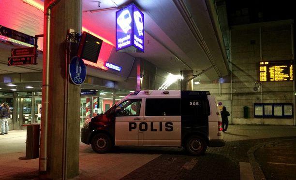 Vantaan Myyrmäessä tapahtunut ampumistapaus aiheutti maanantaina ison poliisioperaation.