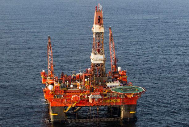 Venäjän valtionyhtiö Rosneft on myynyt öljyään Timtshenkon perustamalle yhtiölle - väitteiden mukaan huomattavan halpaan hintaan.