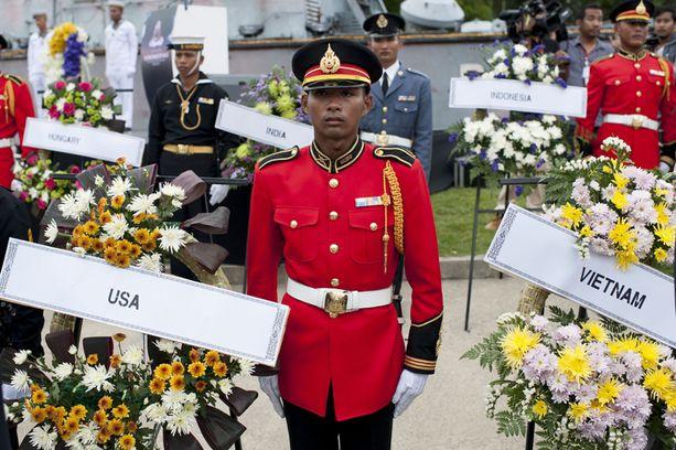 Thaimaalaisia sotilaita osallistui Khao Lakissa muistotilaisuuteen.