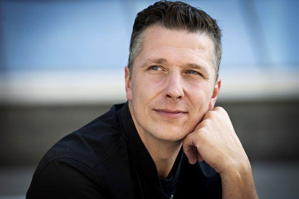 Janne Tulkki on rakastettu iskelmälaulaja.