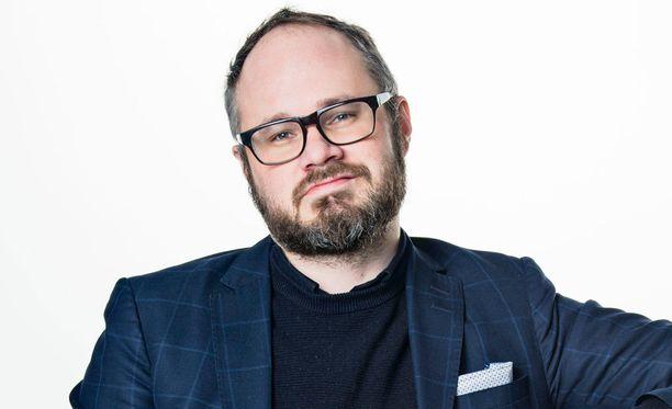 """""""Samat feministit, jotka - ihan oikein - tyrmäsivät Päivi Räsäsen homokannat, vaikenivat kuin Jari Aarnio kuulustelussa, kun kyse oli imaamin homofobiasta"""", kirjoittaa Iltalehden kolumnisti Tuomas Enbuske."""