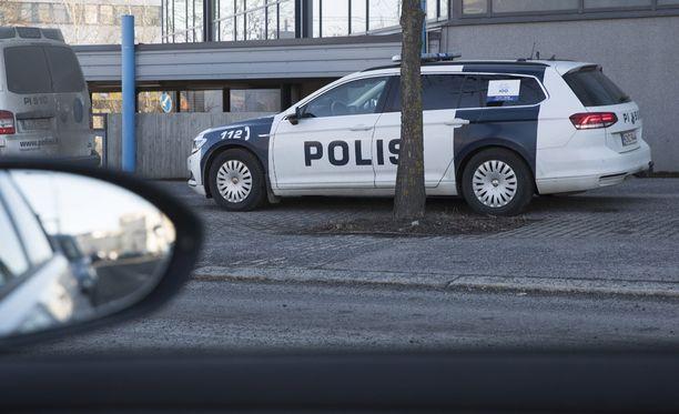 Poliisi etsii muistisaraista naista. Kuvituskuva.