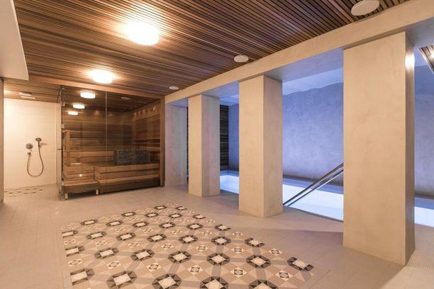 Ei haittaa, jos kotona ei ole omaa saunaa, kun taloyhtiön uima-allasosasto näyttää tältä! Kaakelivalinnoilla kannattaa leikitellä.