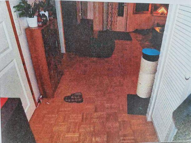 Poliisin ottama kuva surma-asunnosta jouluyönä.