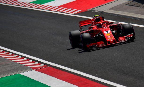 Kimi Räikkönen taistelee kärkiruuduista Unkarin osakilpailun aika-ajoissa.