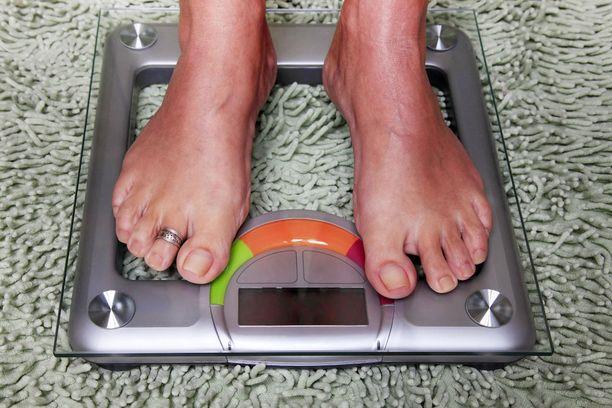 Painon kerryttämisen voi tehdä järkevästi noudattamalla terveellisen ruokavalion peruskriteereitä.
