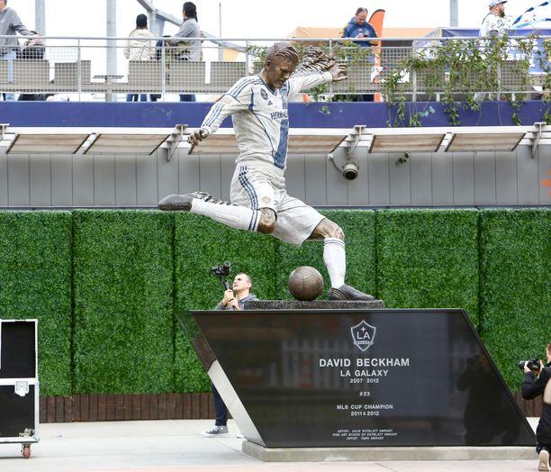 Tällainen patsas on oikeasti.