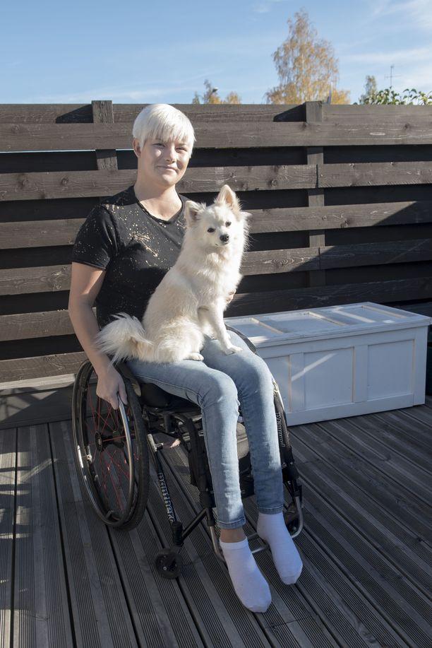 Nox-koira pitää huolta siitä, että Heidi Foxell ulkoilee säännöllisesti.