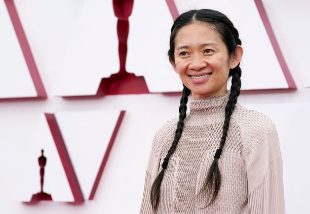 Nomadland-elokuvan ohjaaja Chloe Zhao sai Oscar-palkinnon.